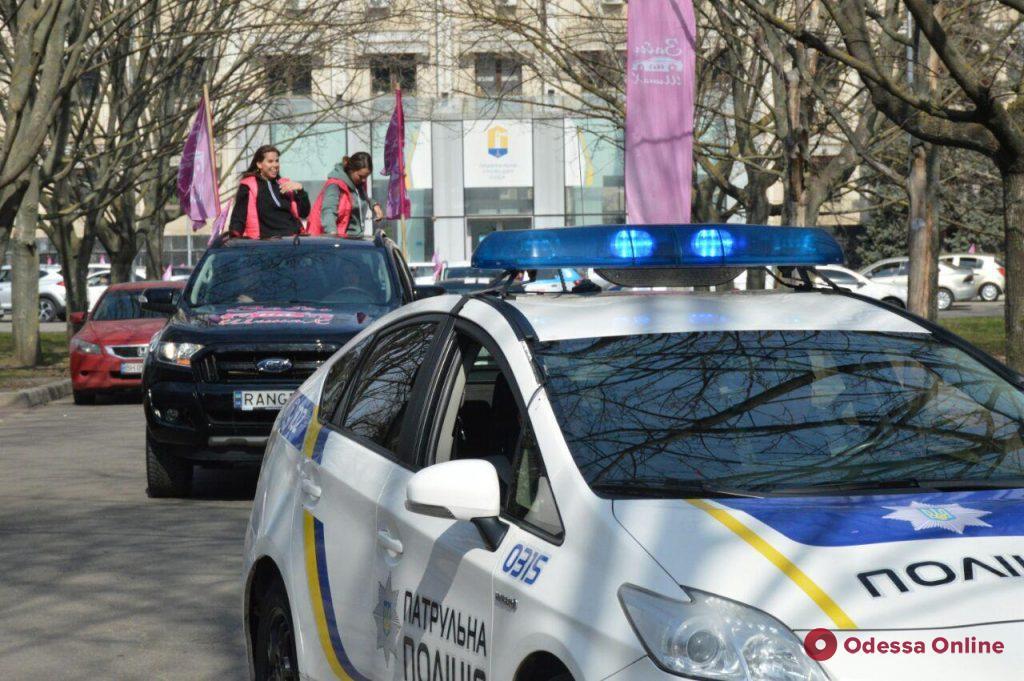 «Забег на шинах»: в Одессе проходит женский автопробег