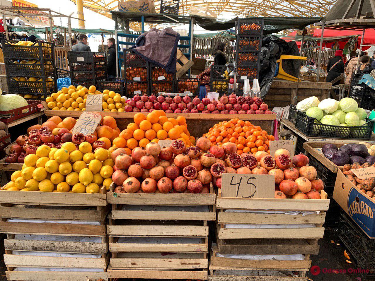 Манго, виноград и баклажаны: воскресные цены на одесском «Привозе»