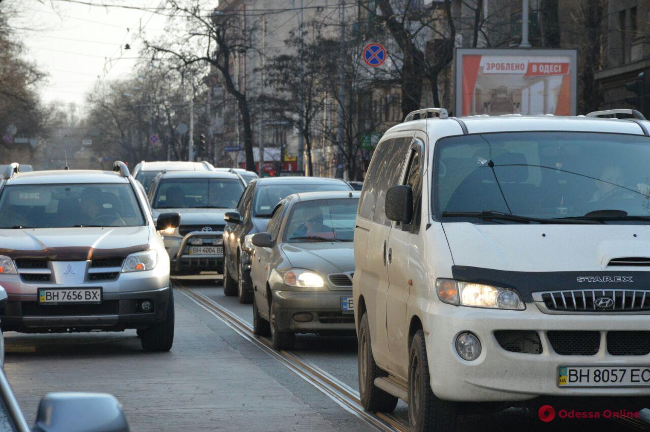 Дорожная обстановка в Одессе: большие пробки в районе железнодорожного вокзала