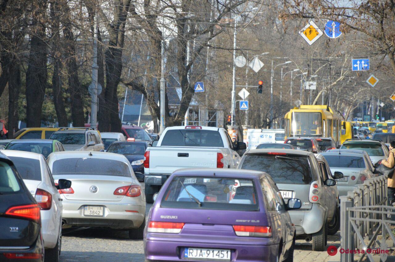 Одесские пробки: затруднено движение на Водопроводной