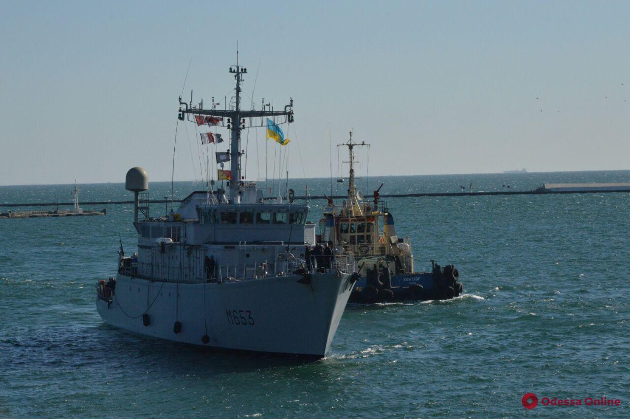 В Одесский порт зашел французский корабль (фото, видео)