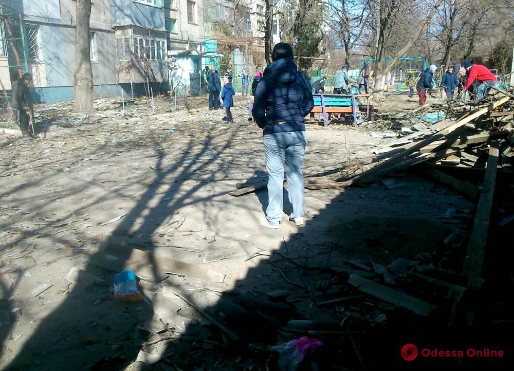 В Одесской области ветер сорвал крышу пятиэтажки