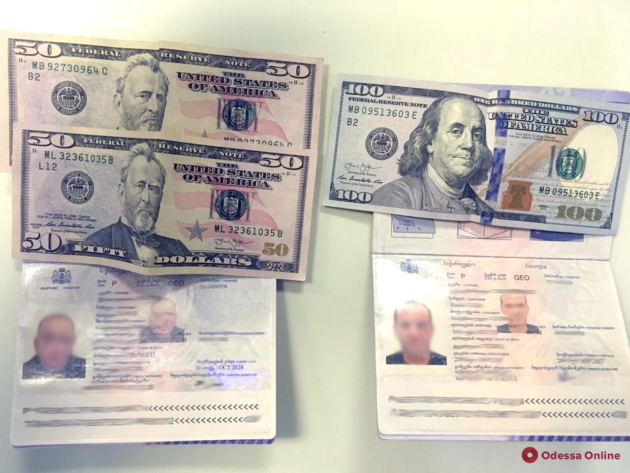 Иностранцы предлагали взятку одесским сотрудникам погранслужбы