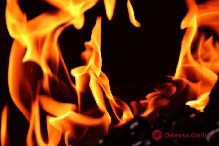 На Молдаванке горел мусор в заброшенном здании