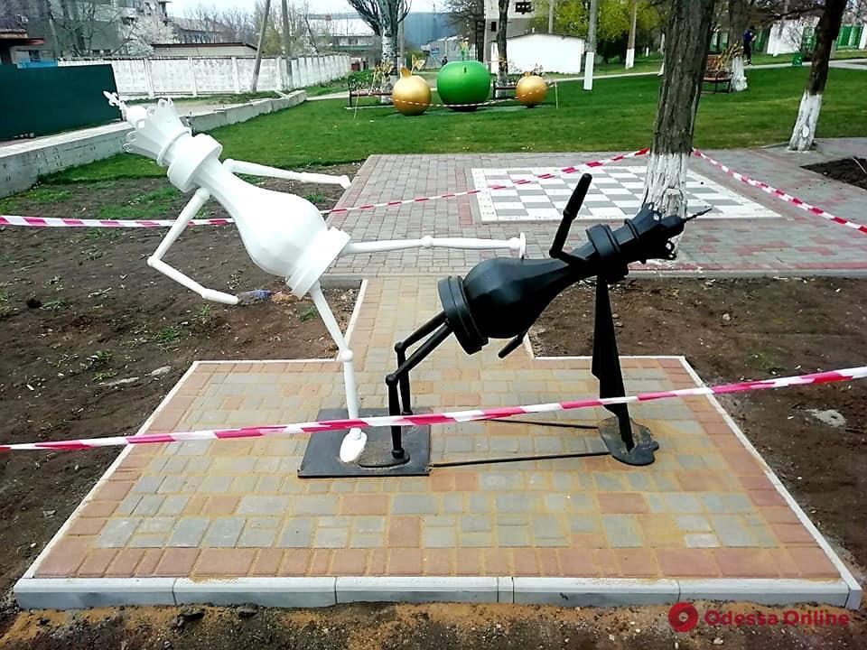 В поселке под Одессой появился шахматный арт-объект
