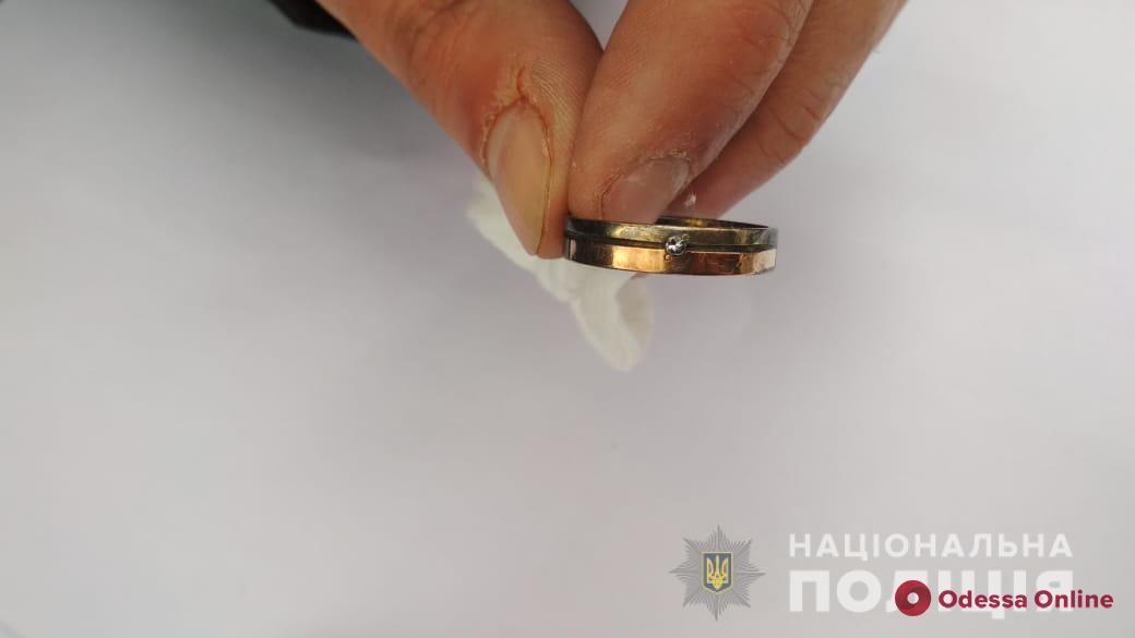 В Одессе на стройплощадке нашли обгоревшее тело мужчины: полиция просит помочь в его опознании