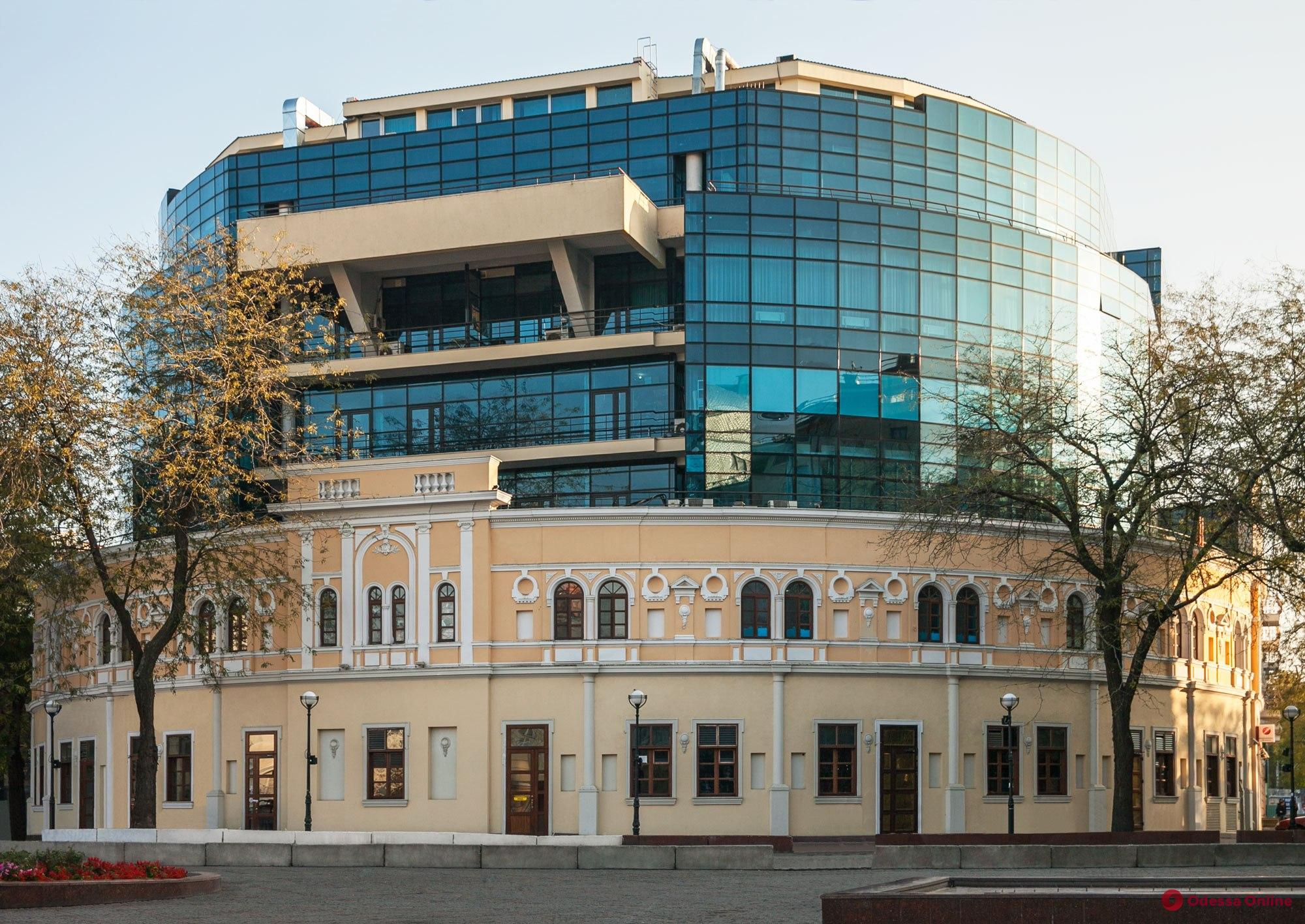 Одесса: полиция ищет бомбу в торговом центре
