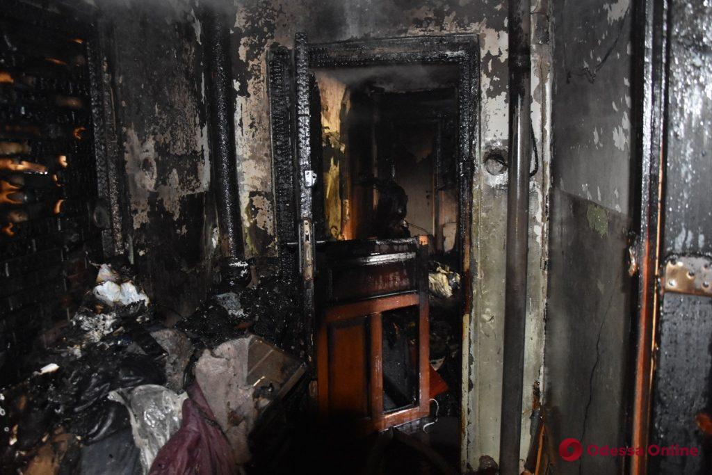 В Одессе горела квартира в жилом доме – хозяйка в реанимации