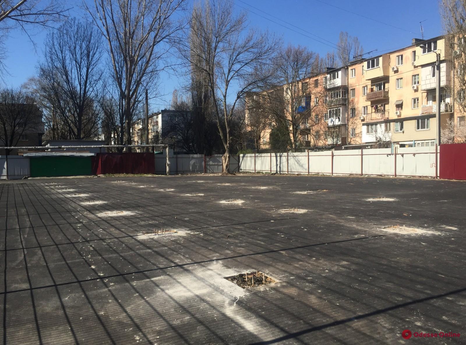 На Черемушках капитально ремонтируют школьный стадион
