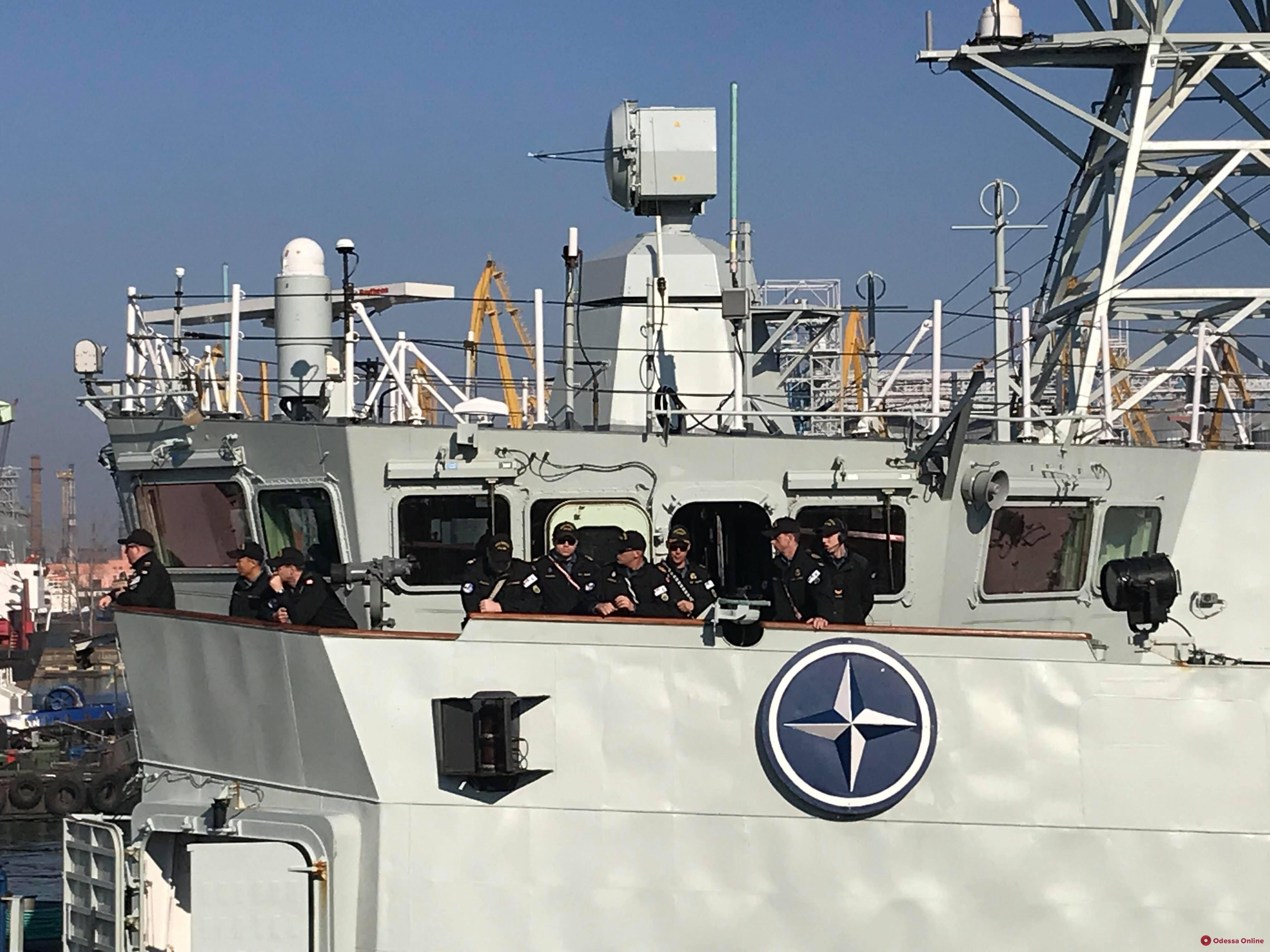 Одесса встречает корабли НАТО