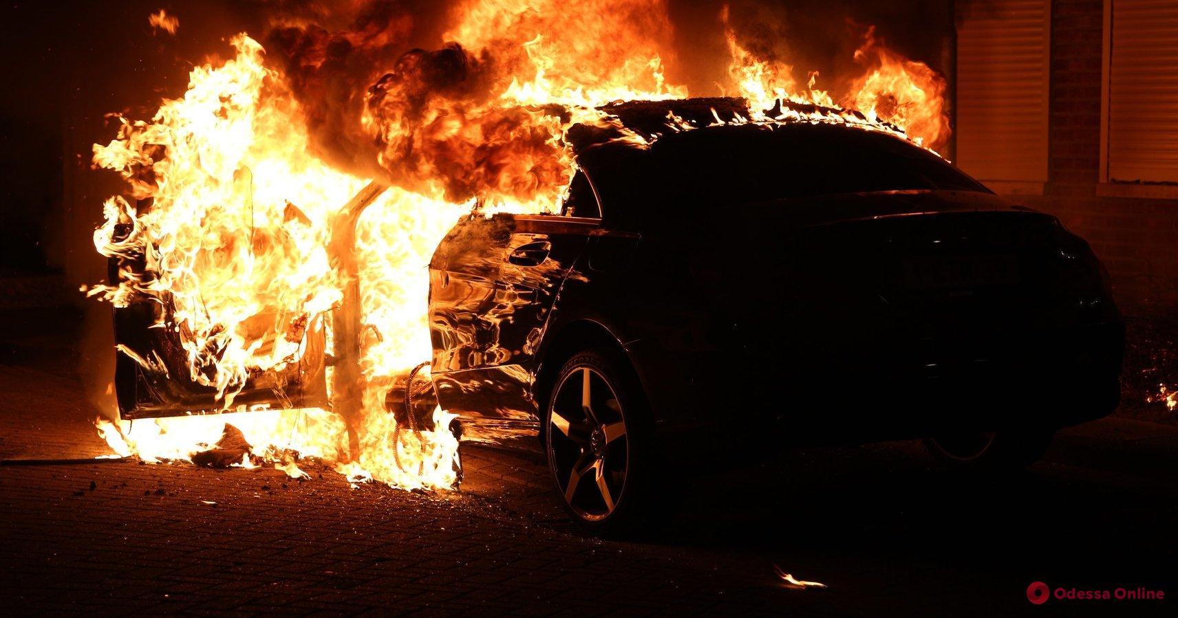 Одесский суд арестовал поджигателя авто на Дерибасовской