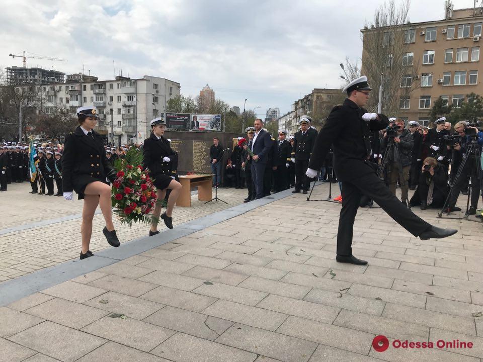 Курсанты Мореходного колледжа прошли маршем по улицам Одессы (фото)