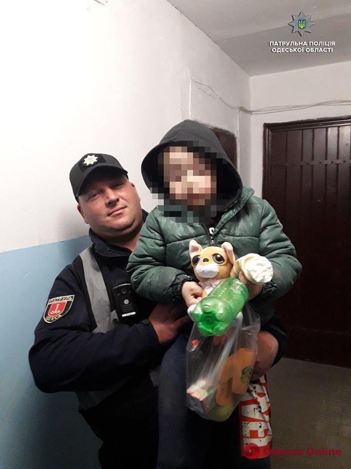 Одесские патрульные вернули домой потерявшегося шестилетнего мальчика