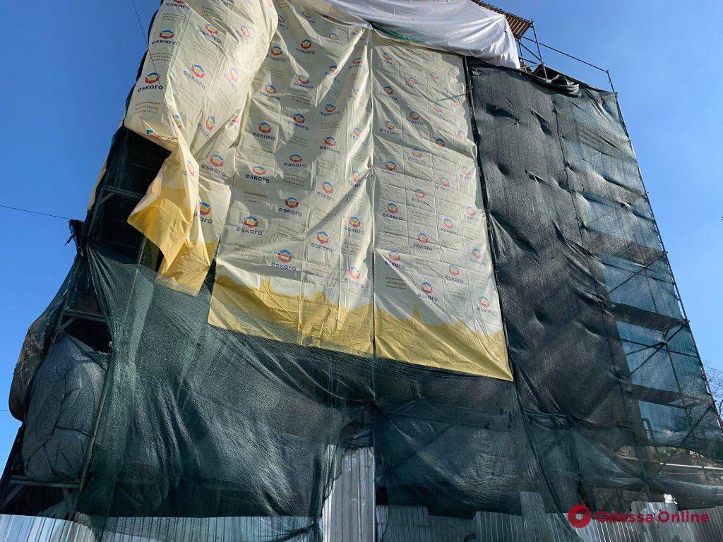 Мурал на спуске Маринеско восстановят после реставрации фасада