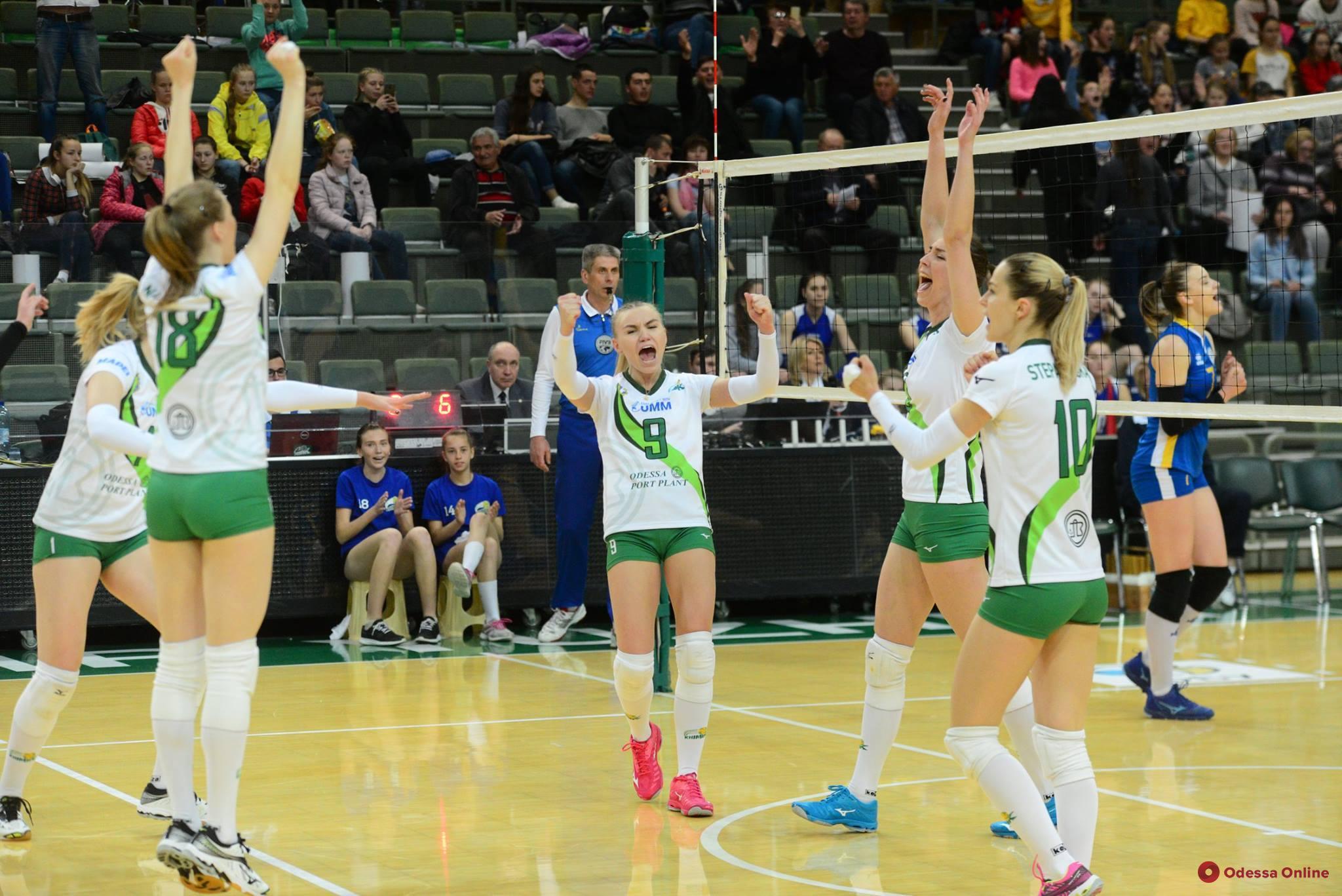 Южненские волейболистки в девятый раз подряд стали чемпионками Украины