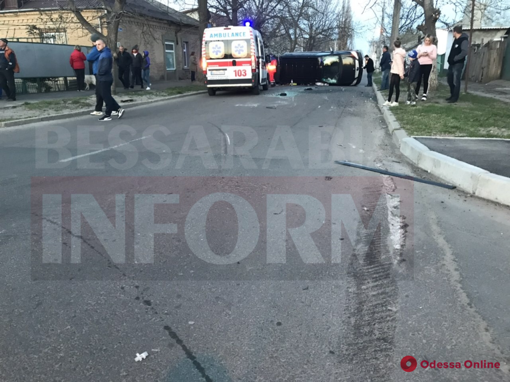 В Измаиле перевернулась маршрутка: пострадали семь человек