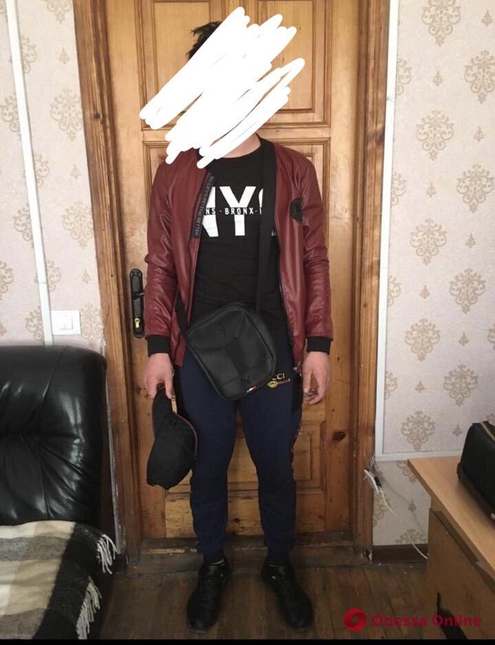 Угоняли мопеды: в Одессе задержали двух подростков