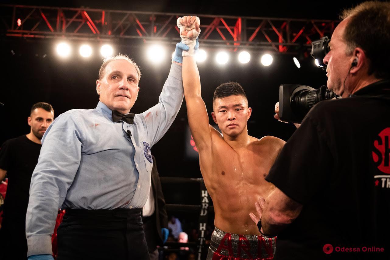 Одесский боксер уверенно победил россиянина в США