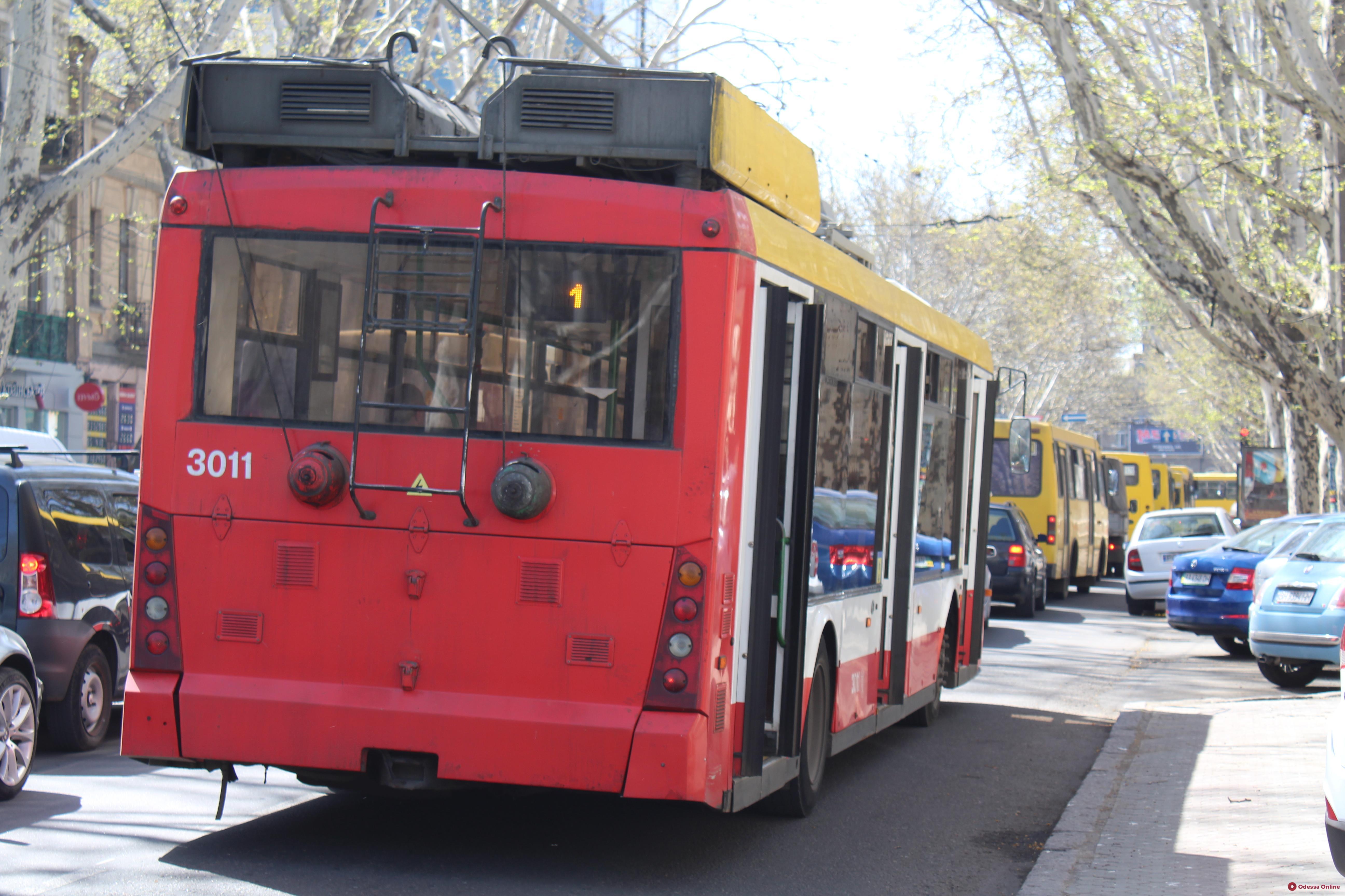 Из-за аварии на электросетях в Одессе остановлено движение трамваев и троллейбусов на семи маршрутах (обновлено)