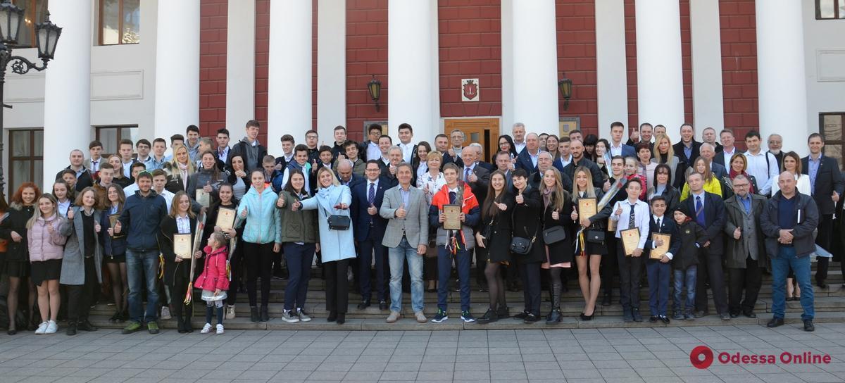 Мэр Одессы наградил лауреатов муниципальной премии «Спортивная столица»