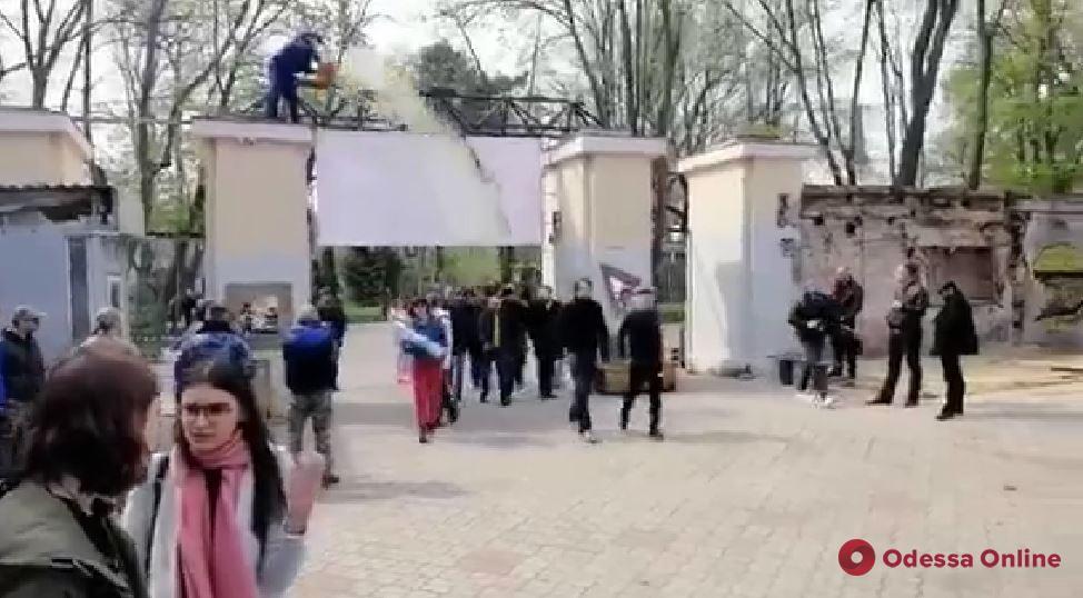 В Одессе киевского нардепа облили нечистотами