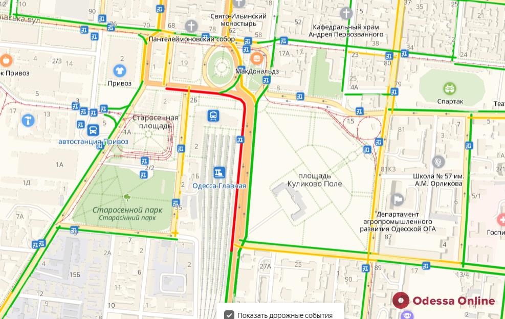 Дорожная обстановка в Одессе: пробка возле железнодорожного вокзала