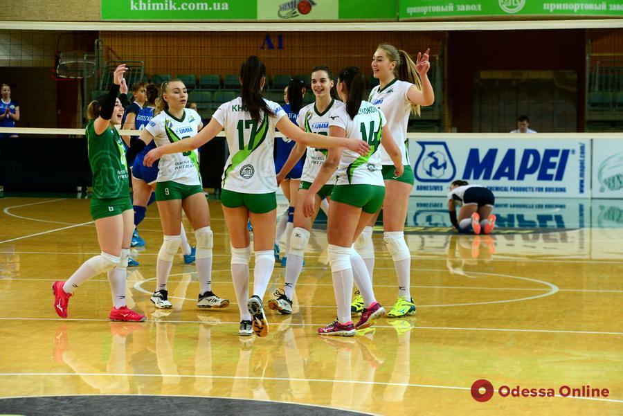 Южненские волейболистки проявили характер в первом матче финального этапа Суперлиги