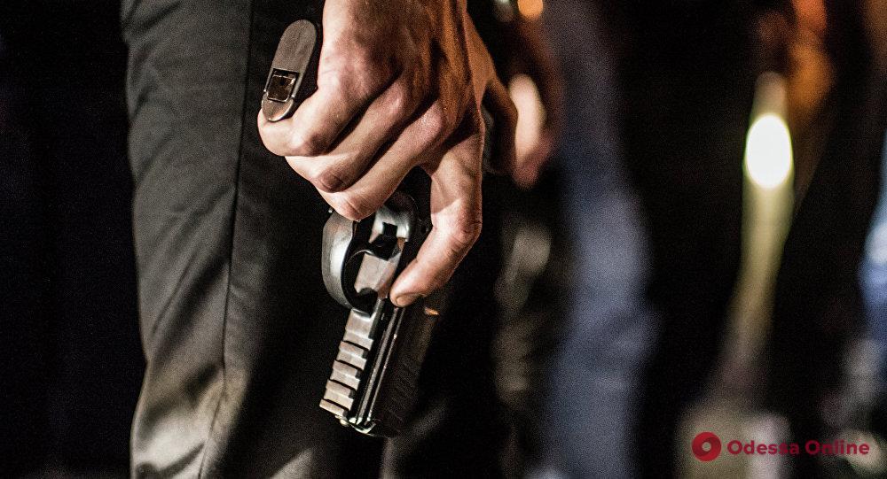 Связали и угрожали пистолетом: в Одесской области разбойники в масках напали на семью