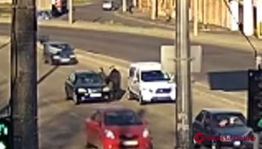 Появилось видео драки на дороге на Балковской
