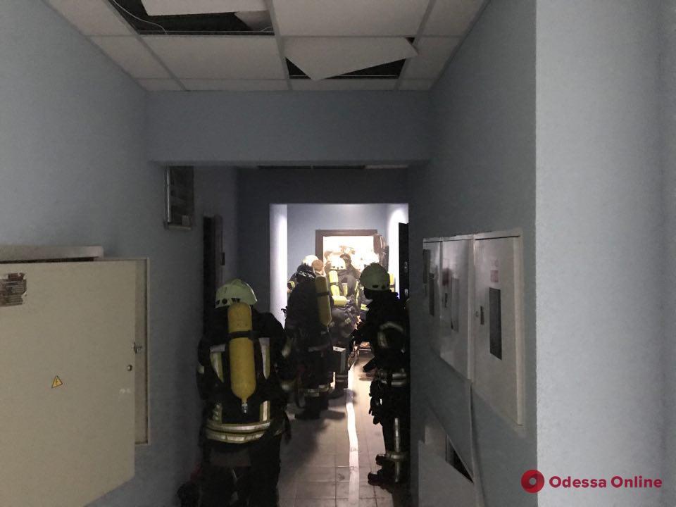 Переполох в многоэтажке на Армейской: в квартире на 19 этаже произошло возгорание из-за свечи