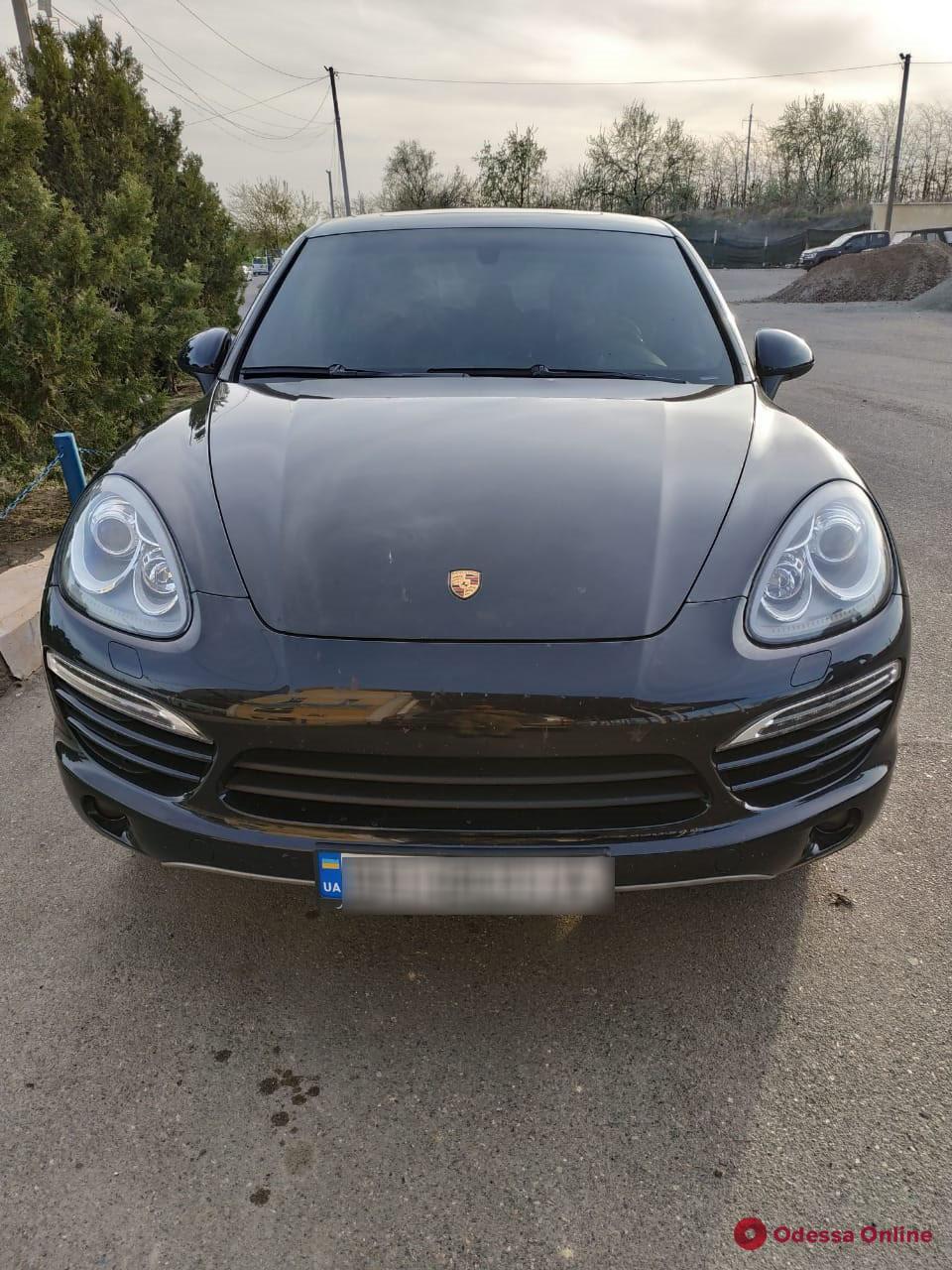 В Одесской области водитель  Porsche пытался перевезти через границу патроны