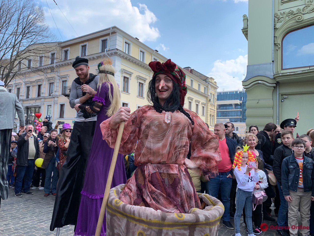 Юморина-2019: как в Одессе прошло карнавальное шествие (фото)