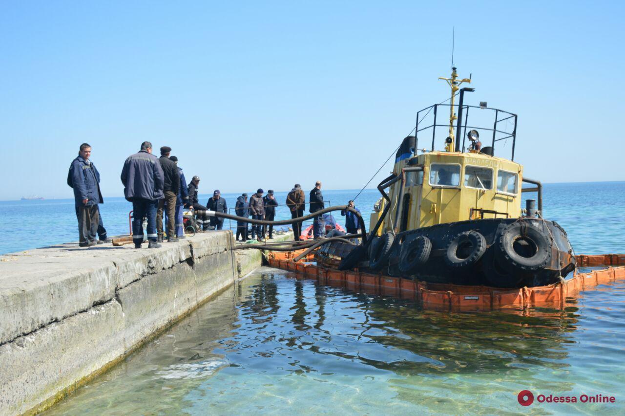 Севший на мель буксир «Параллель» готовятся перегнать в Черноморский порт