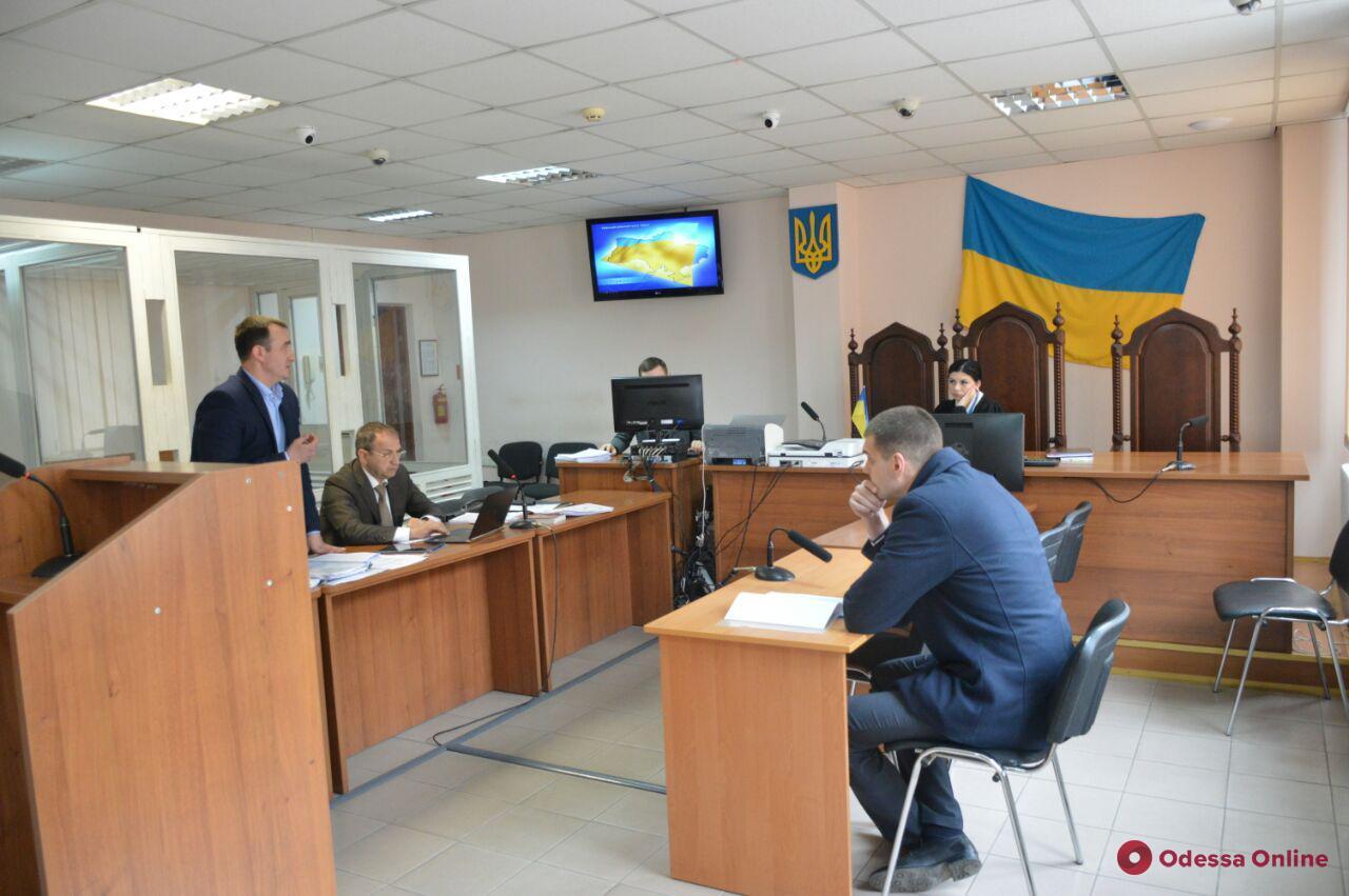 Дело о квартирной афере: суд отстранил одесского прокурора и отправил домой