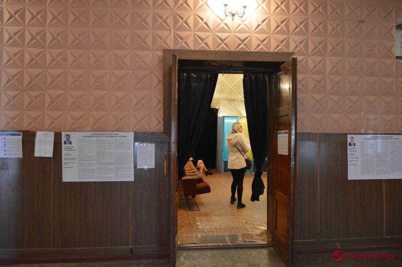 Коллизии выборов: дом в частном секторе под Одессой «приютил» 720 человек