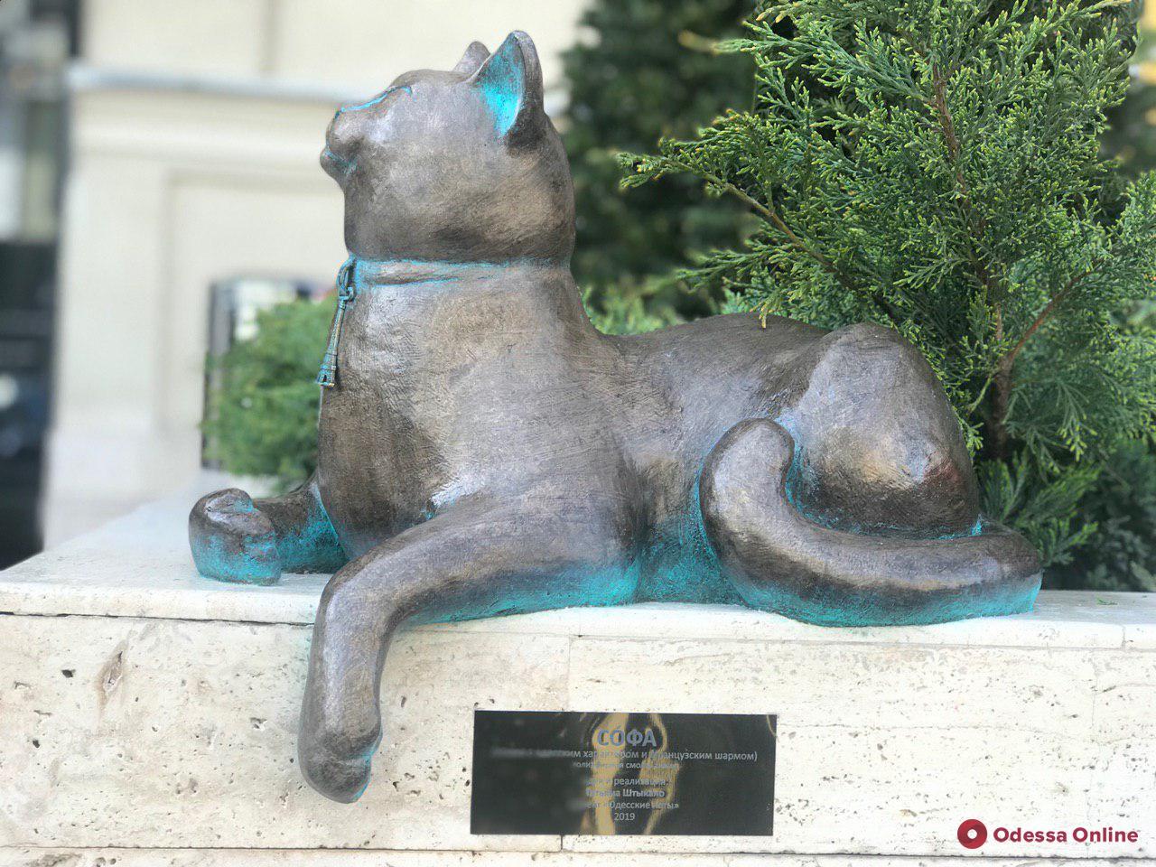 Скульптура кошки Софы «поселилась» в самом центре Одессы