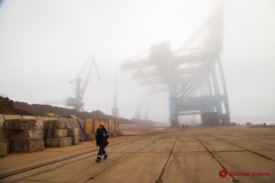 В портах Большой Одессы суда стоят на рейде