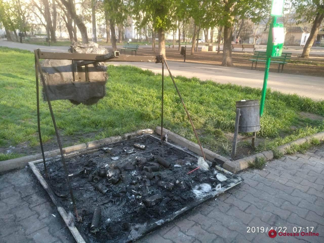 В Одессе вандалы сожгли контейнеры для раздельного сбора мусора