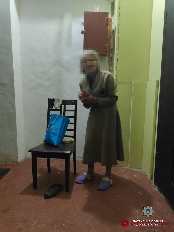 Вышла из дома и потерялась: одесские патрульные помогли старушке вернуться в семью
