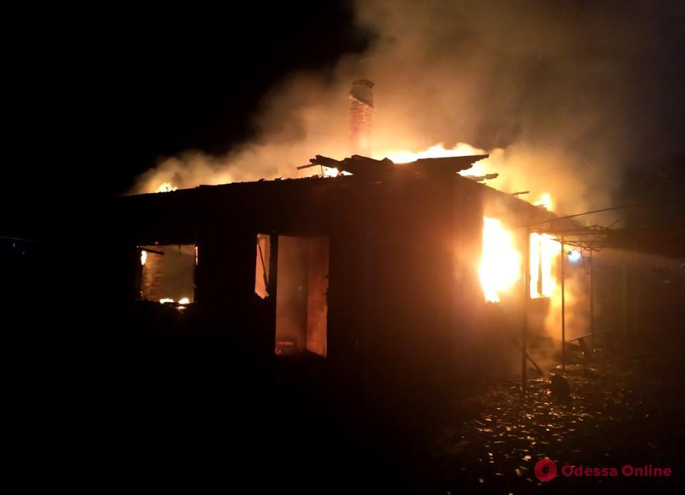 Ночью в Одесской области тушили пожар в частном доме