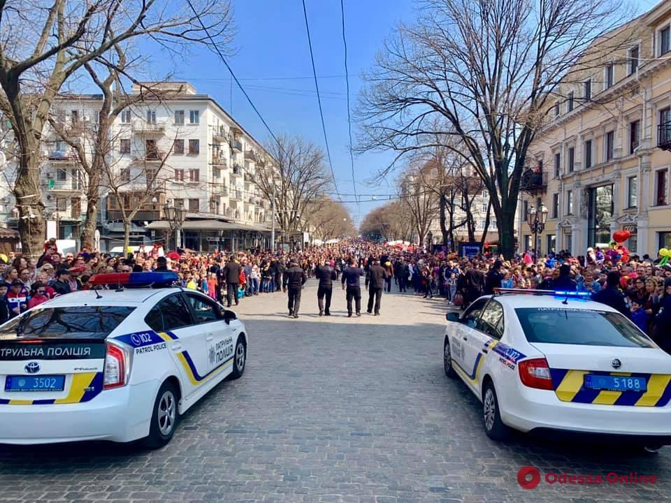 Выборы и захватывающие улицы комики: к 1 апреля удалось выжить немногим одесским патрульным