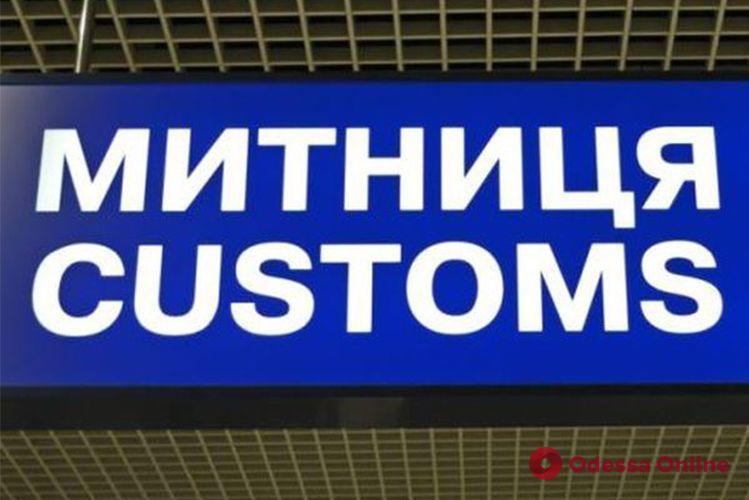 Одесская таможня продаст на аукционе секонд-хенд и трактор