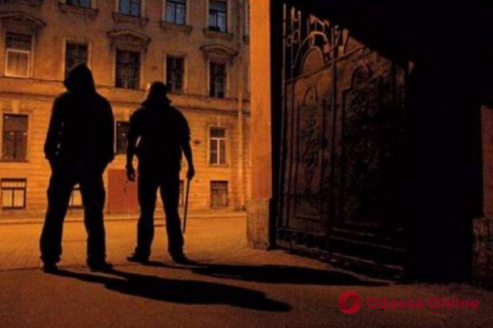 В Одессе двое подростков напали на гостя города