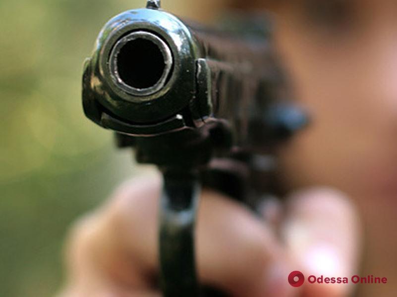 Угрожал пистолетом посетителю одесского суши-бара: хулиган отделался условным сроком
