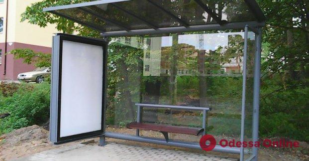Пьяный житель Одесской области сломал автобусную остановку
