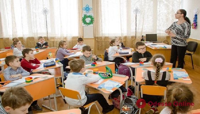Платная услуга: одесским педагогам предлагают вместо них пройти курсы повышения квалификации