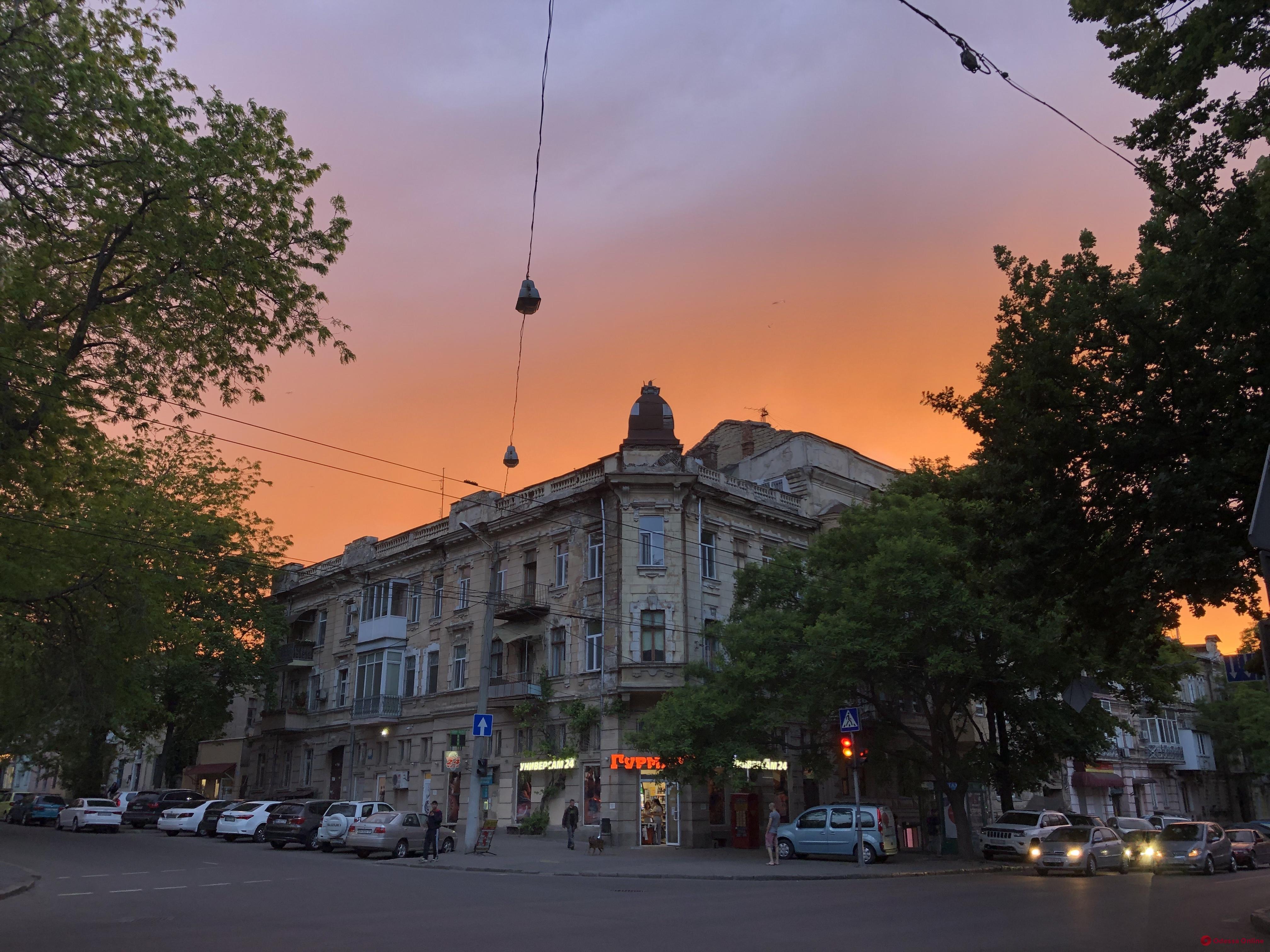 Одесситы наблюдали необычно яркий закат