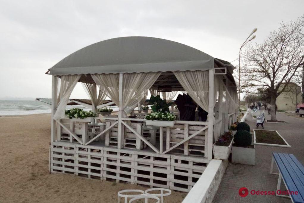В Одессе демонтируют незаконные торговые объекты