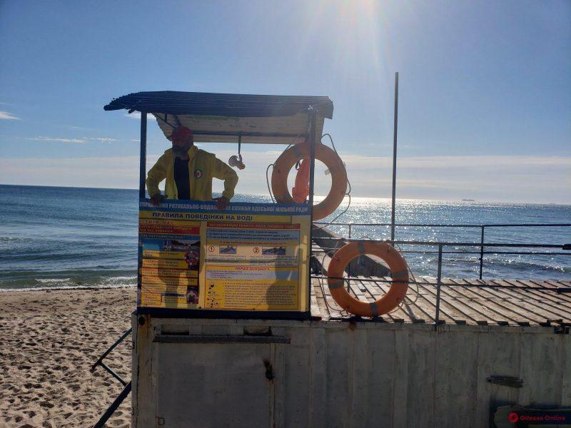 В Одессе пляжные спасатели приступили к работе