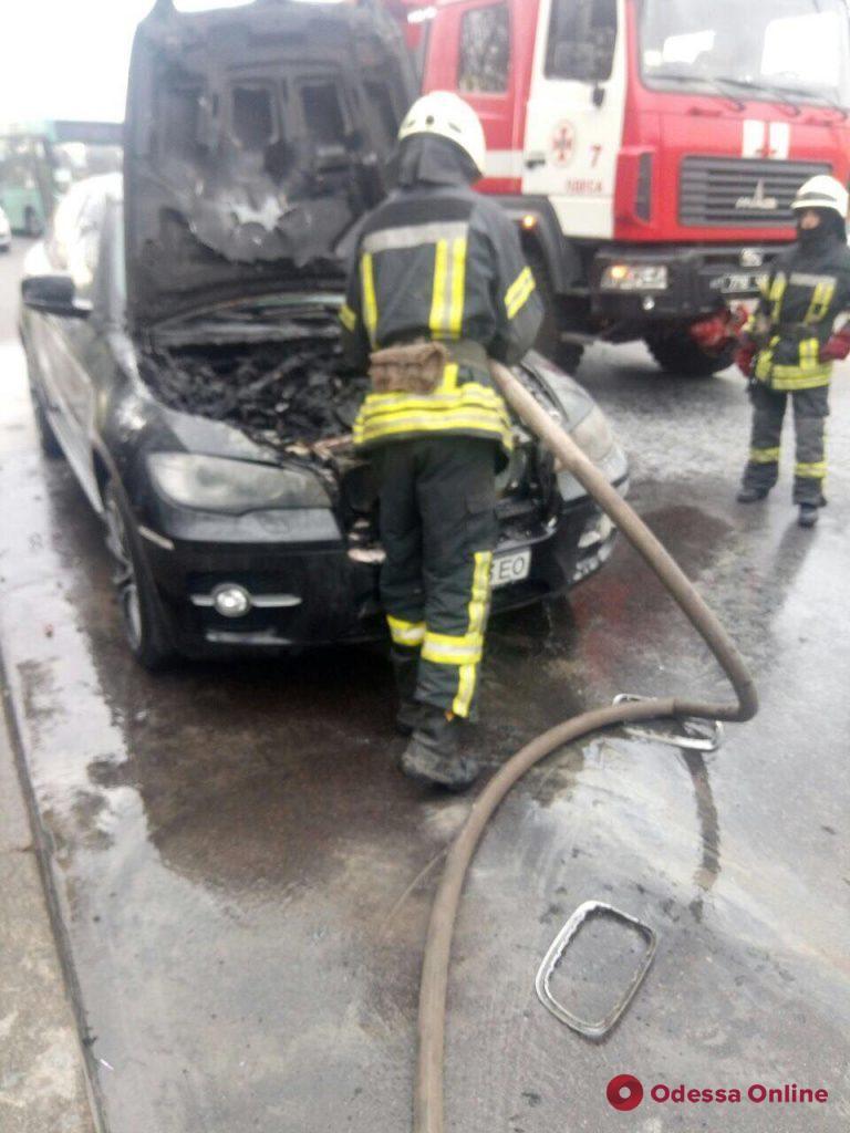 В Одессе на ходу загорелся BMW Х6